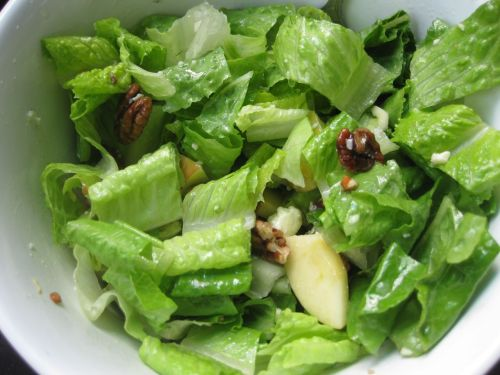 Salad with Blue Cheese, Apple, and Candied Pecans
